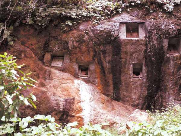 Eerie rock graves
