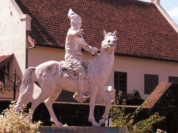 A statue in front of Fort Rotterdam
