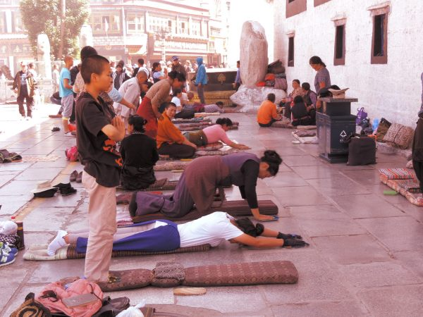 Buddhists pray in front of Jokhang Temple